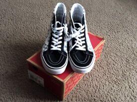 VANS Men's shoes Size UK 9.5 Excellent Condition