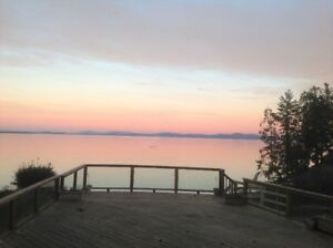 Charming guest house in Cordova Bay; utilities included