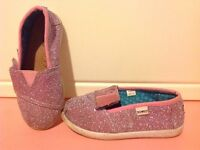 Free size 9 girls shoes