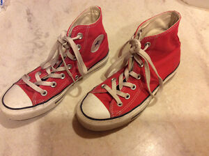 Sneakers-Coverse red high tops