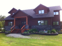 LUXURIOUS COTTAGE- 8 brms,sleeps 20- hot tub, GOLF, SKIING, SLED