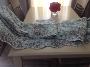 GORGEOUS SCALLOPED EDGE QUEEN QUILT AND TWO SHAMS