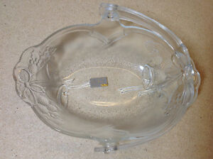 "Mikasa Crystal 9"" 'Holiday Bells' clear handled bowl / basket Cambridge Kitchener Area image 4"