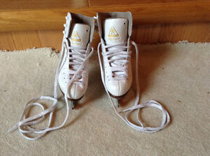 """Jackson """"Mystique"""" figure skates, size 2"""