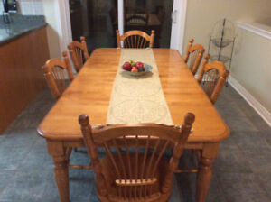 Solid maple kitchen table, 6 chairs, matching buffet/hutch