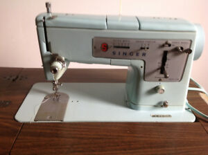 Working retro 1960's Singer sewing machine w/table