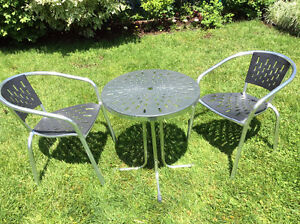 Table& 2chaises bistrot: table and armchairs aluminum &plastic
