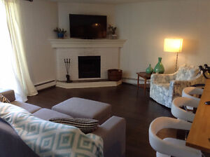 Beautiful & bright 2 bed/2 bath condo in Mission