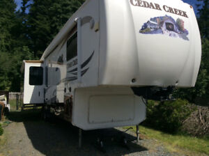 2011 Cedar Creek 5 wheel