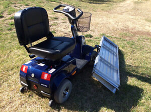 MOVING - motorized scooter with loading ramp