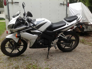 Honda cbr125 light weight insurance money saver