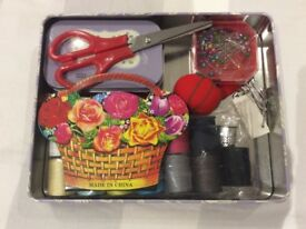 Deluxe sewing kit