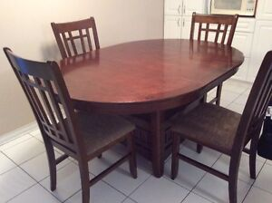 Table and 4 chairs/chaises EXCELLENT CONDITION! Gatineau Ottawa / Gatineau Area image 2