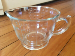 Depression glass 2 cup measuring and mixing cup