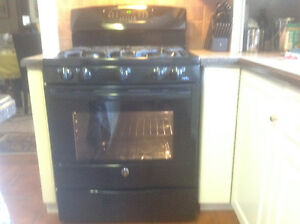 GE 5 burner gas range with convection oven