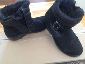 Ladies winters boots all size 8, selling $10 each