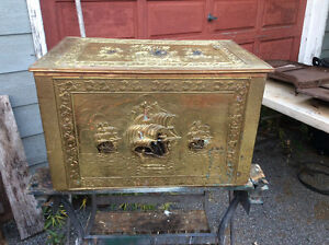 VINTAGE BRASS DECORATED FIREPLACE WOODBOX