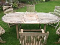 Extending garden table and six chairs.