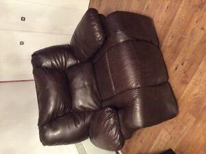 Ensemble divan et fauteuil a donner