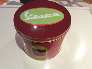 Vespa Coffee / tea cups and matching saucers - Italy