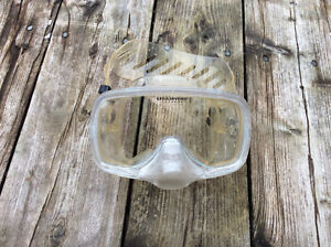 Scuba diving underwater mask with purge