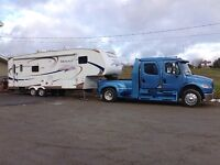 Freightliner - Fifth Wheel