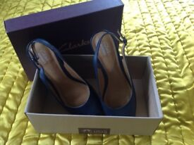 Clarks sandles in navy size 6 excellent condition