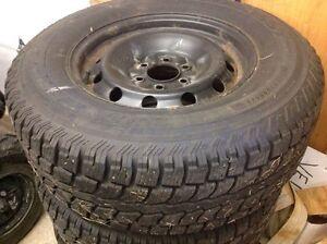 4 pneus hiver wintercat 265/70R17 sur RIM 6x135 était sur F150