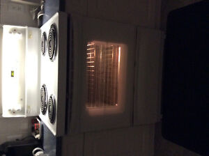 General Electric white stove (Great condition)