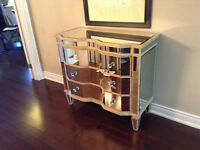 Mirrored chest of 3 drawers with crystal handle
