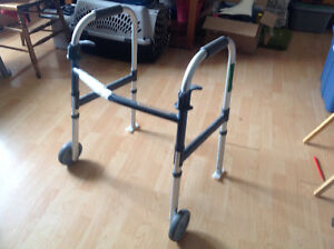 New lightweight walker with two front wheels