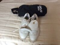 Ladies golf shoes size 5.1/2 and bag