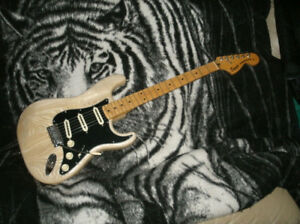 "STRATOCASTER  ""NATURAL"""
