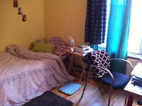 Loyer 430$. 2 chambres meublées. 2 furnished bedrooms.
