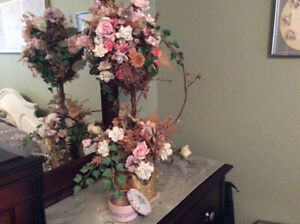 BEAUTIFUL TOPIARY TREE WITH ROSES IN BRASS POT
