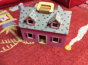 Melissa and dough doll house with furniture