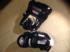 CCM  hockey gloves 452 Tacks size 15 / 38cm.