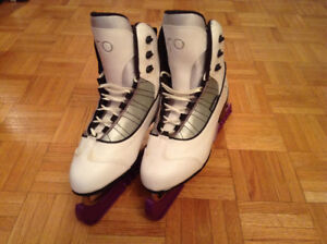 CCM comfort series SP 150 women's figure skates in size 9.