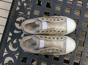 UGG Women's Casual Runners Size 6
