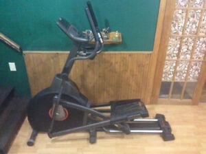 Exerciseur elliptique AFG 3.1AE