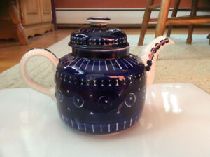 1960s Arabia Finland hand painted 4 cup tea/coffee pot
