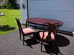 Beautiful Mahogany Dining Room Table Set