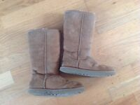 Girls Uggs Size 5.5