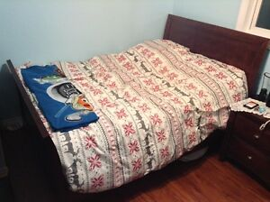 NEW LISTING 3 PIECE BEAUTIFUL BED SET