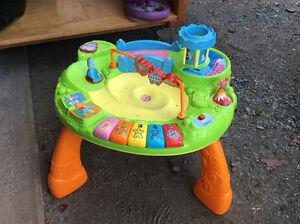 Table de jeux  pour amuser bebe