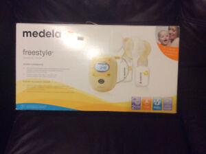 Tire lait électrique freestyle à double expression Medela.