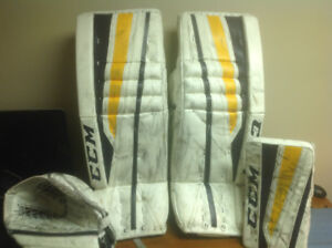 CCM GOALIE PADS AND GLOVES-Intermediate 31+1 Eflex 2/860