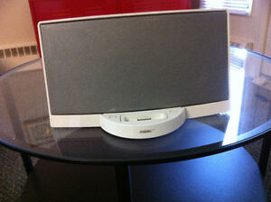 Bose Portable SoundDock for iPod iphone with remote control also