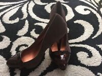 ***Designer Chocolate Brown Suede With Glossy Tortoise Toe and Heel Detail -Size 6***