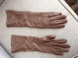 Gant  3/4  long  en cuir brun, / brown leather glove 3/4 long
